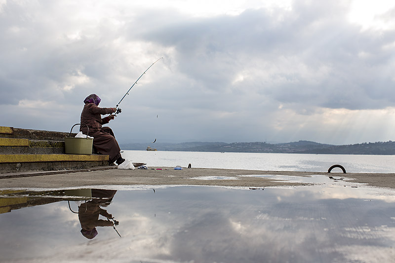 Woman fishing_Sinop_Turkey_Hagerman_Oct_2013