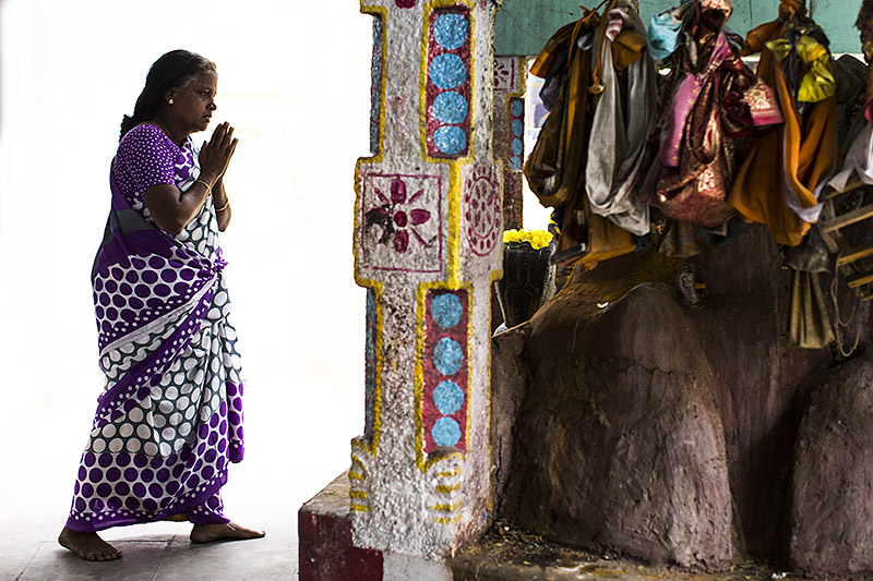 Worshipper_madurai_india_hagerman_11.17.13