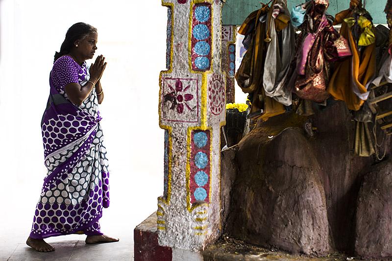 Worshipper_madurai_india_hagerman_11.17.13